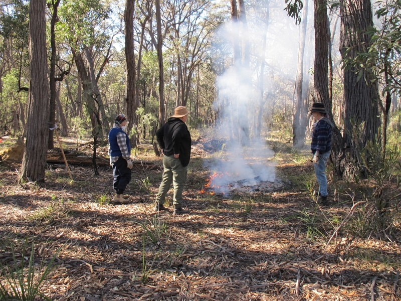 Canyonleigh workshop participants conduct independent burn